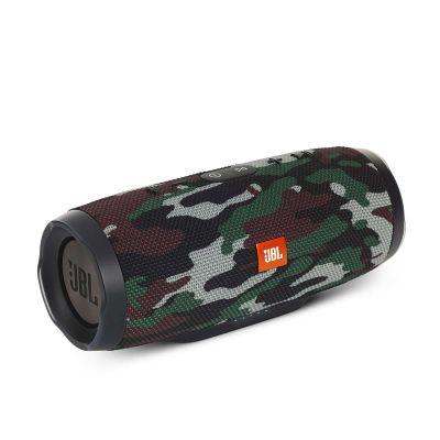 Водоустойчива безжична колонка JBL с камуфлажна шарка, вграден микрофон и батерия за зареждане на мобилни устройства